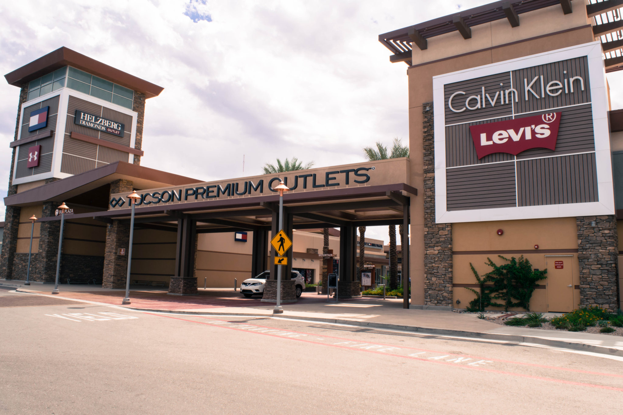 Visit the Tucson Premium Outlets in Marana Arizona